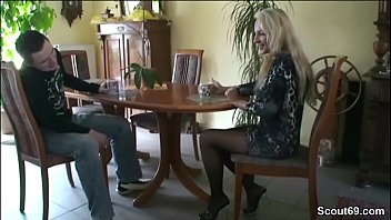 schau zur stellt sich sklave Hot webcam school girl is so horny