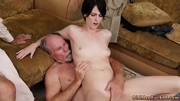 in the dumps down Hot babe gives blowjob