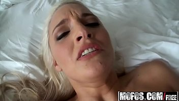 stepdad hot blonde bed in girls fuck Full hollywood story romantic